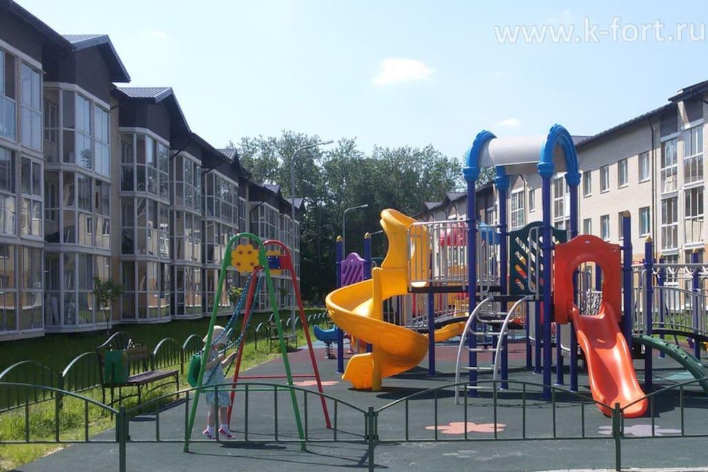 Также есть детская площадка