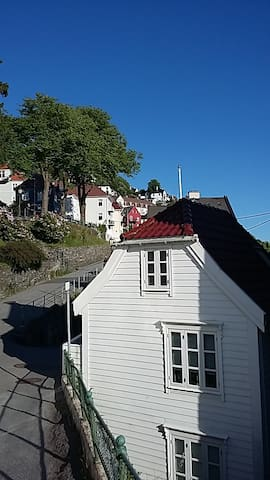 Central located house at the Mount Fløyen hillside - Bergen - Casa