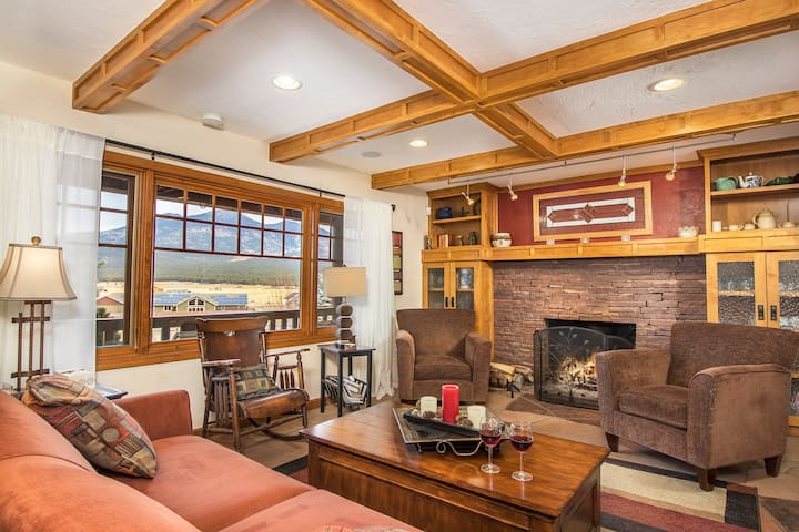 Lounge in the living room with your favorite beverage to take in the views and relax. If you'd like a fire in the fireplace, your hosts will be happy to assist. This space is set aside for guests, although you may be visited by our cats.