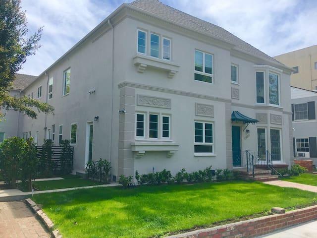 Stunning Modern Spanish Style home - Beverly Hills - House