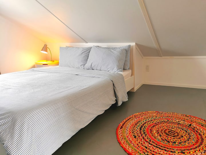 Hi Tides Hostel - Cozy Loft Room
