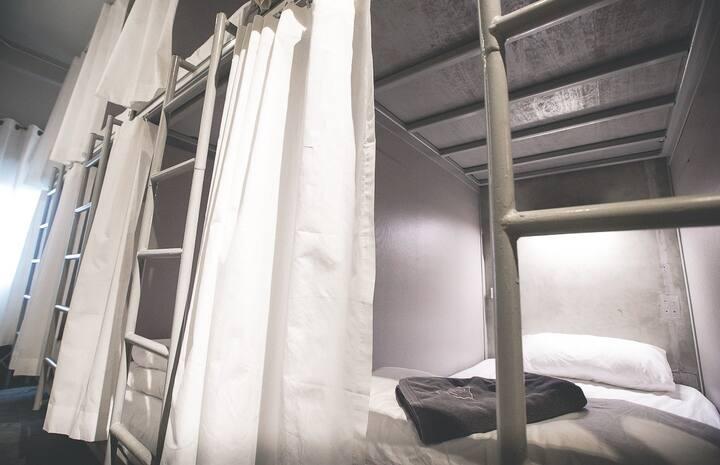 8 Capsule Beds Dormitory, China Town - Bangkok