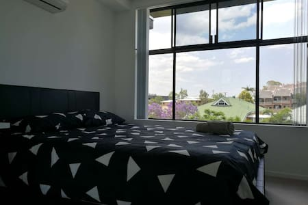 Beautiful view apartment - Indooroopilly