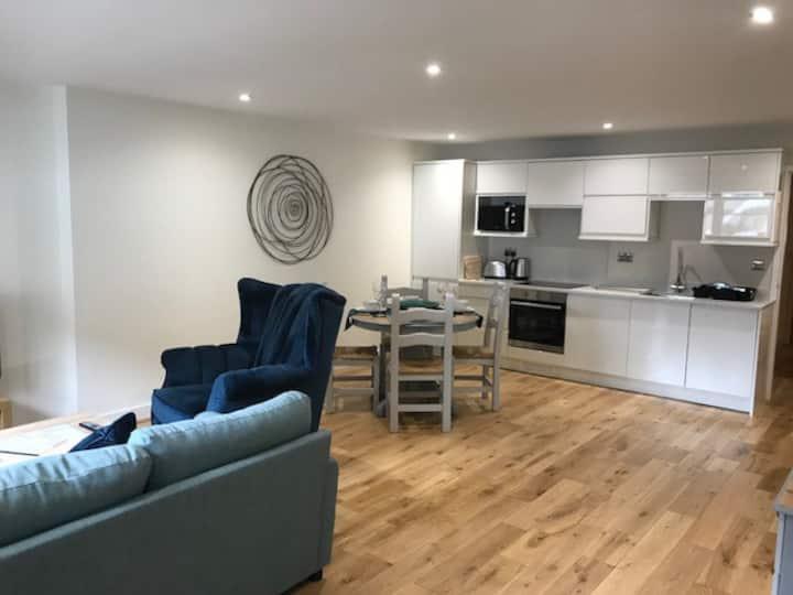 Large Modern 2BedEnsuite Apartment Seaview Quarter