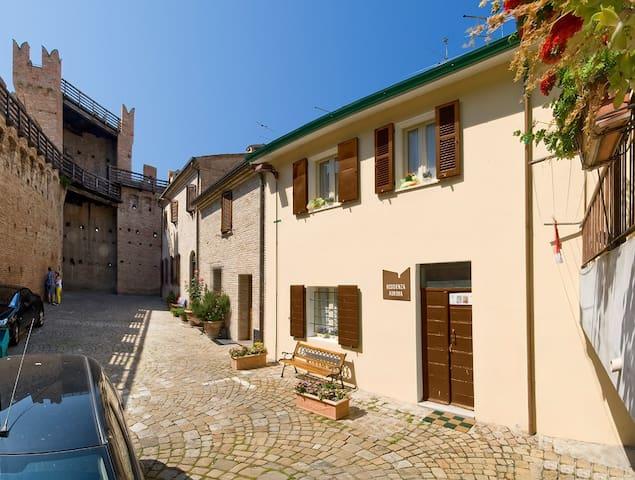 La Residenza Aurora dentro il Castello di Gradara