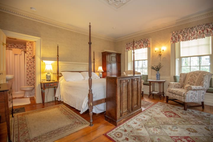 Clark Currier Inn - Clark Room