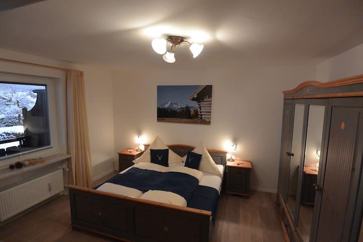 Alpenländische Wohnung für 6 Gäste mit Südbalkon