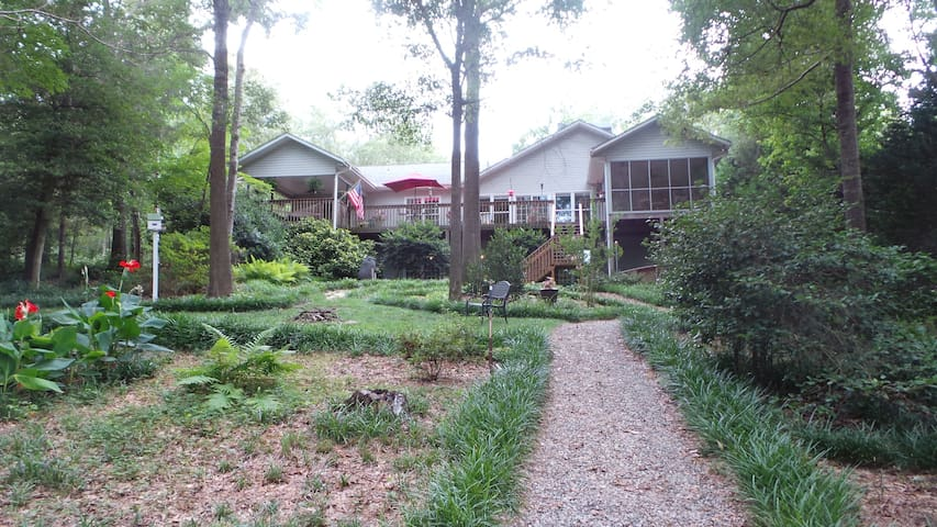 Lake Hartwell Home in country setting near Clemson