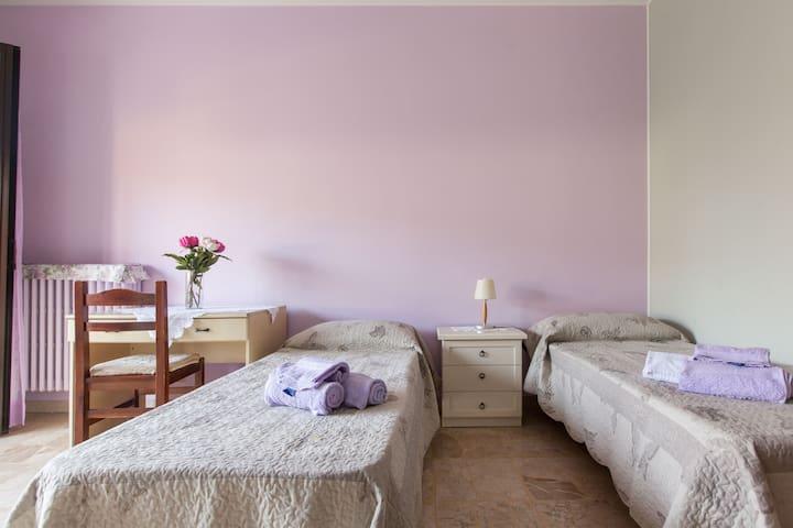 VILLA FIORITA-camera delle peonie - Mediglia - Casa de camp