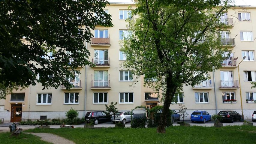 Two Bedrooms Apartment near Downtown low price - Košice - Byt