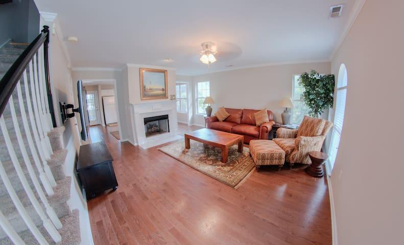 Executive Avondale Town Home - Private & Quiet!