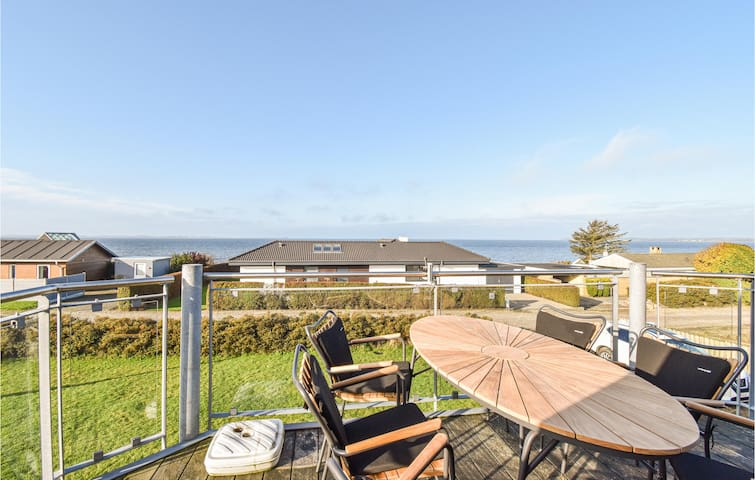 Holiday cottage with 3 bedrooms on 95m² in Assens