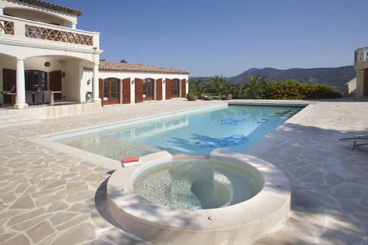 Lavish Villa in Sainte-Maxime with Bar & Heated Pool