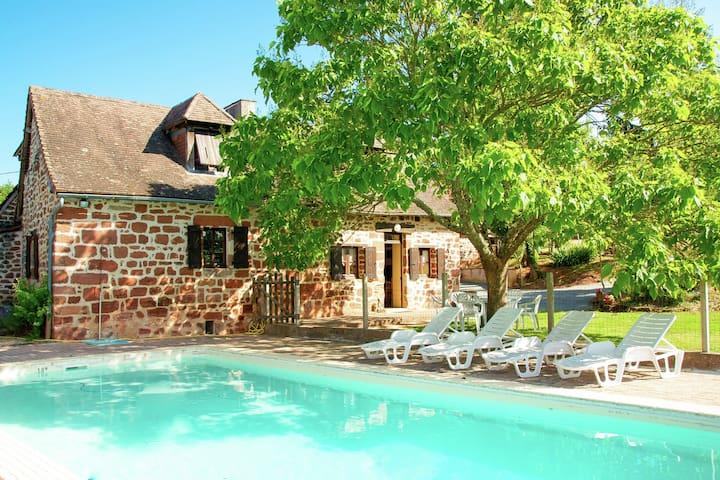Maison piscine Hautefort