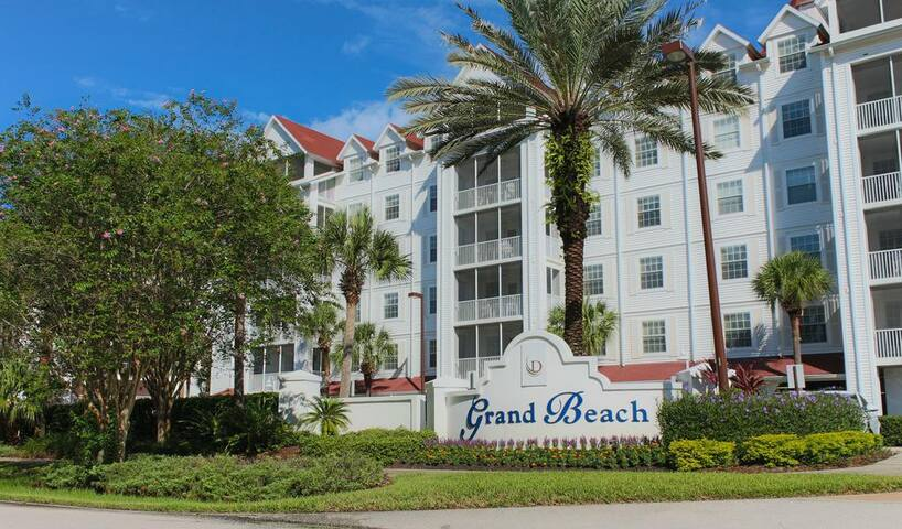 3BD/3BATH Orlando Lakefront Resort w/Pools, & MORE