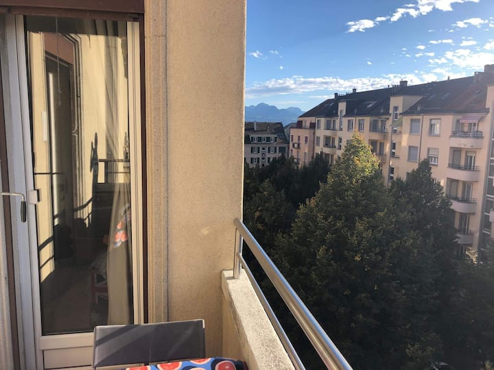 Centrally located room with balcony in Lausanne