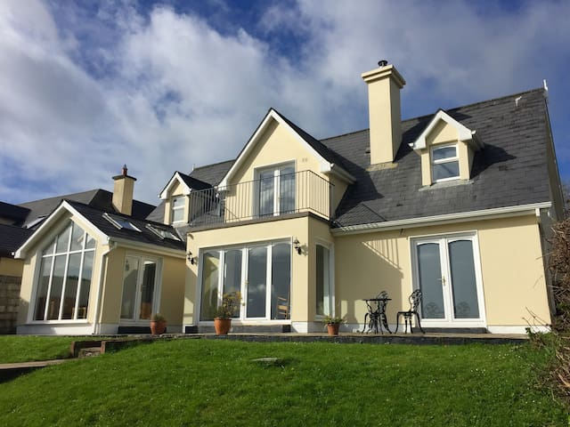 House in the heart of Kinsale with superb views - Kinsale - Huis