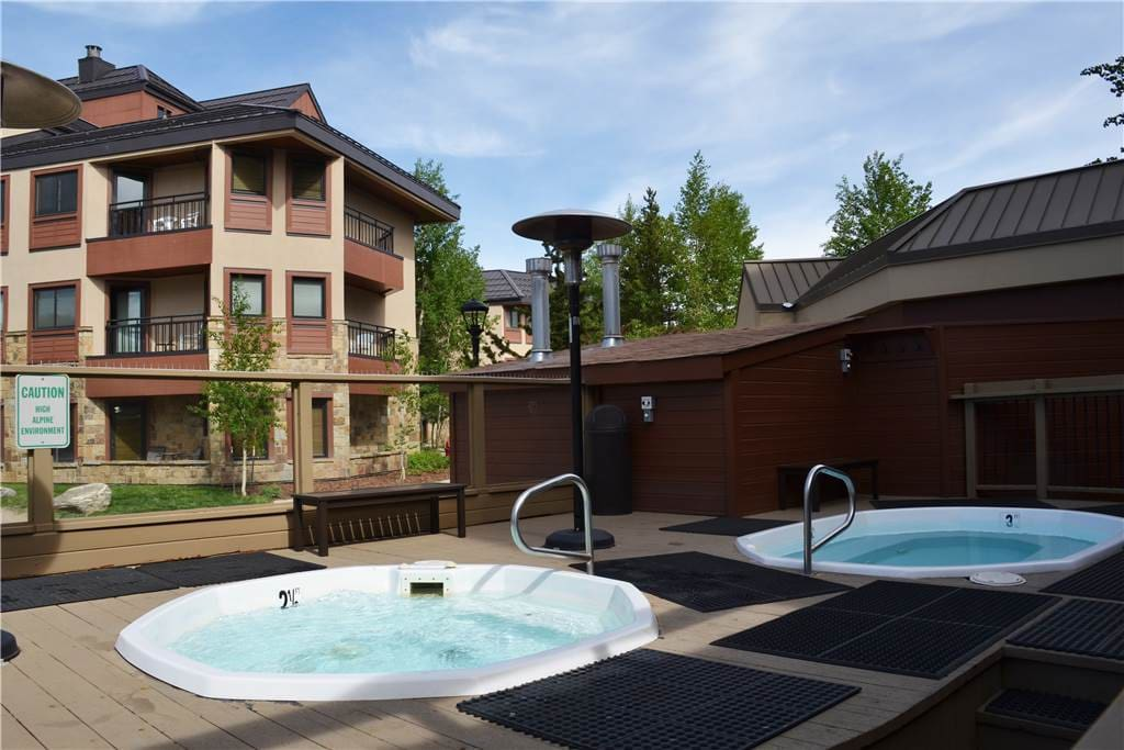 Jacuzzi,Tub,Patio,Building,Deck