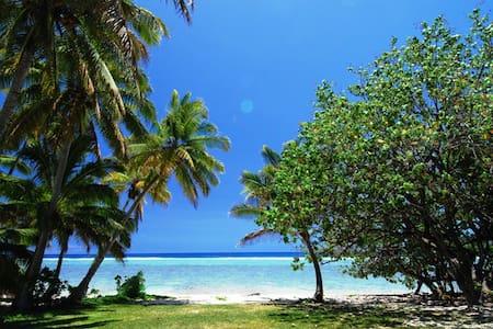 Arorangi Beachfront Bungalow