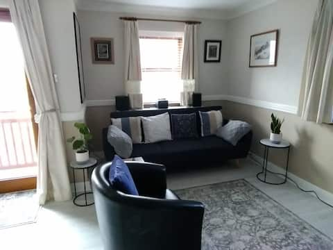 Peaceful, modern , 3 bed flat in perfect location.