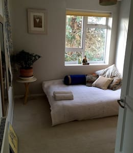 cosy double room in charming apartment - Bruton - Appartamento