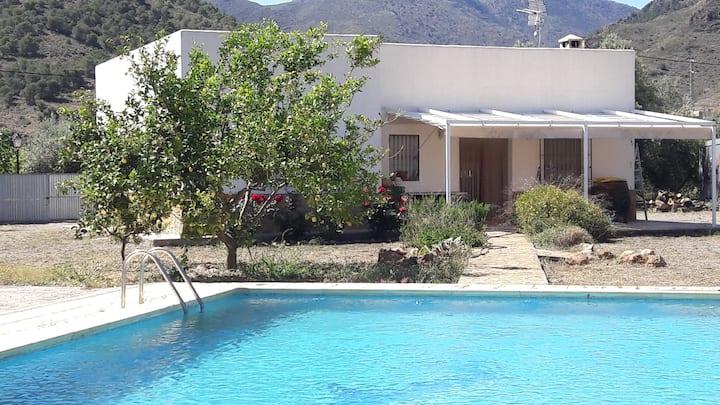Casa con piscina y parcela en la Alpujarra