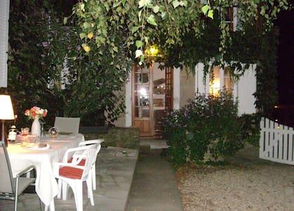 Les Vieilles Vignes  Chambres d'hôtes en Morvan - Bazoches - Bed & Breakfast