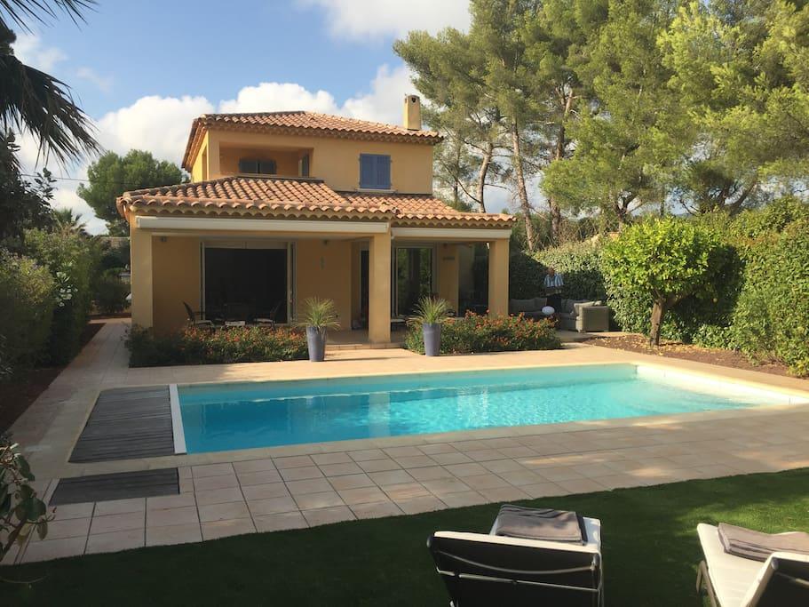 Villa avec piscine chauff e quartier portissol villas for Piscine sanary