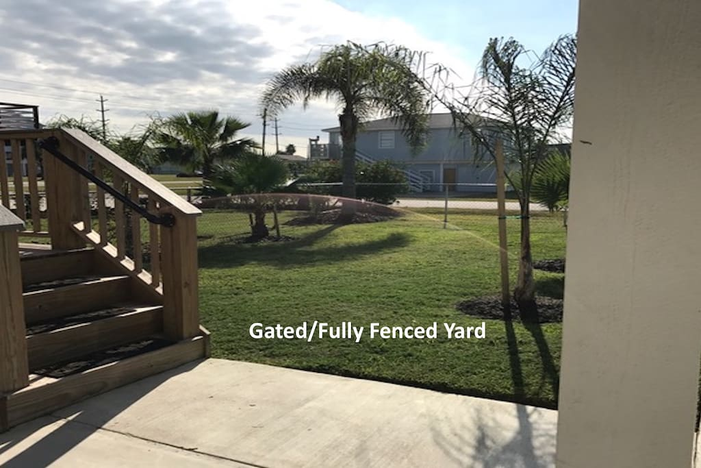 Gated/Fully Fenced Yard for little ones and 4 legged family members