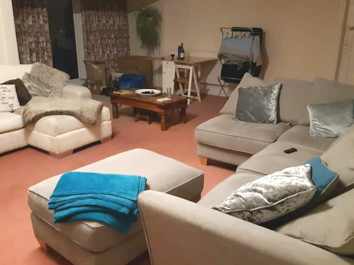 Large double room spacious shared lounge & balcony