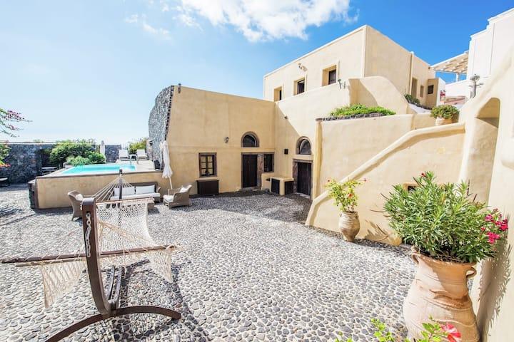 Komfortable Villa in Megalochori Santorini mit Swimmingpool