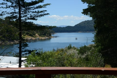 Taylor Bay House - Relax lakeside with lake views