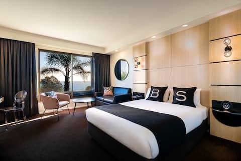 Deluxe Queen Seaview Room