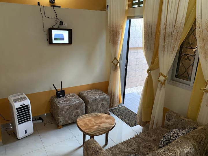Studio moderne meublé et climatisé à Ngousso