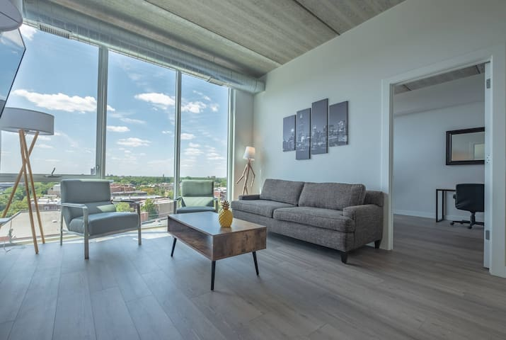 Walk2Wrigley Luxury Loft w/ Gym & STADIUM VIEWS