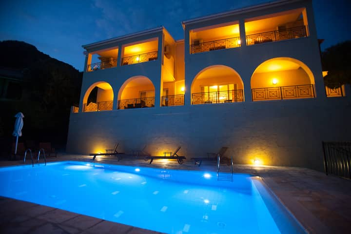 Villa Christina stunning view&close to beach,WI-FI