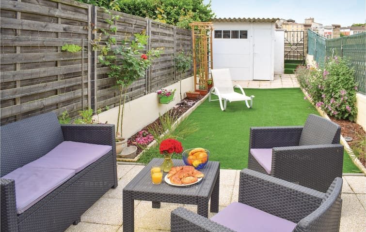 Semi-Detached with 2 bedrooms on 57m² in La Reole