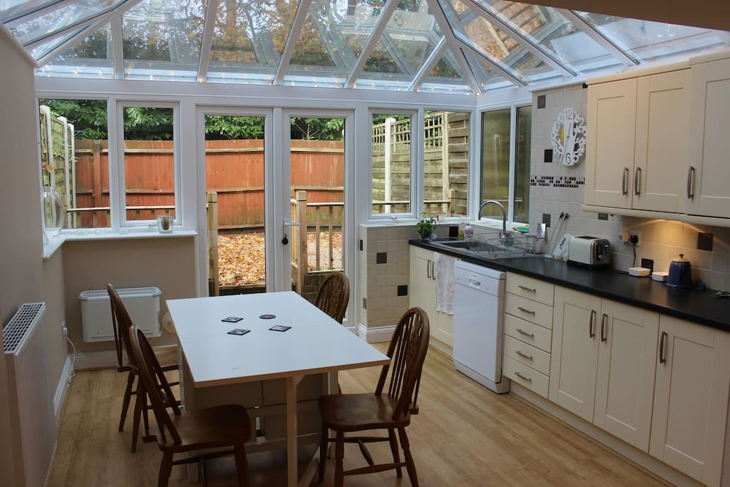 Bedroom House With Dining Rooms For Rent In Poole