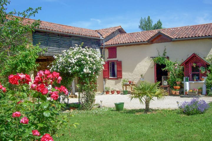 Fully unwind in this holiday home at the foot of the Pyrenees.