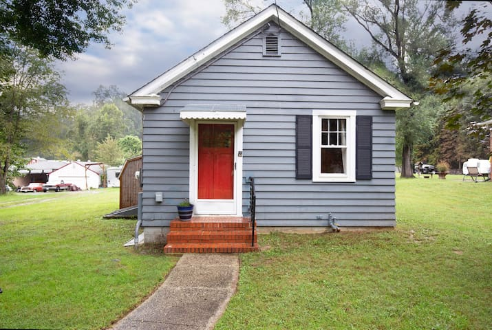 Wright's Cottage- No cleaning fees! Pets! River!