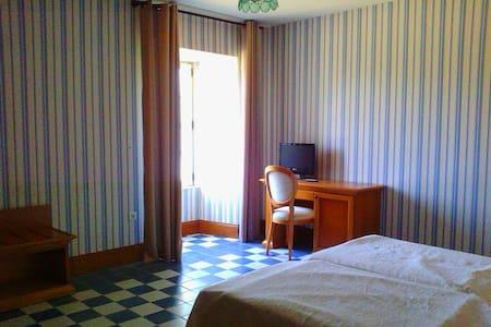 Chambre 2 lits jumeaux - vue sur jardin - Dompierre-sur-Charente - Andere