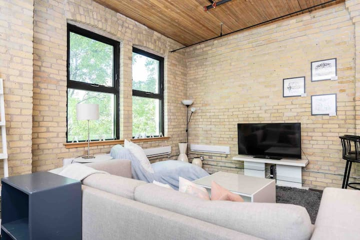 Exposed Brick Condo - Private Rooftop Patio!