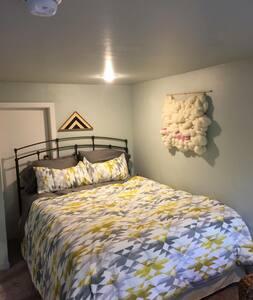 Larkspur Loft Getaway - Wohnung
