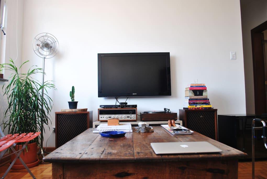 TV a cabo, wifi, discos