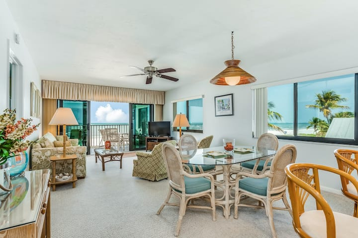 Beachfront condo w/ a furnished balcony & shared pool - close to everything!