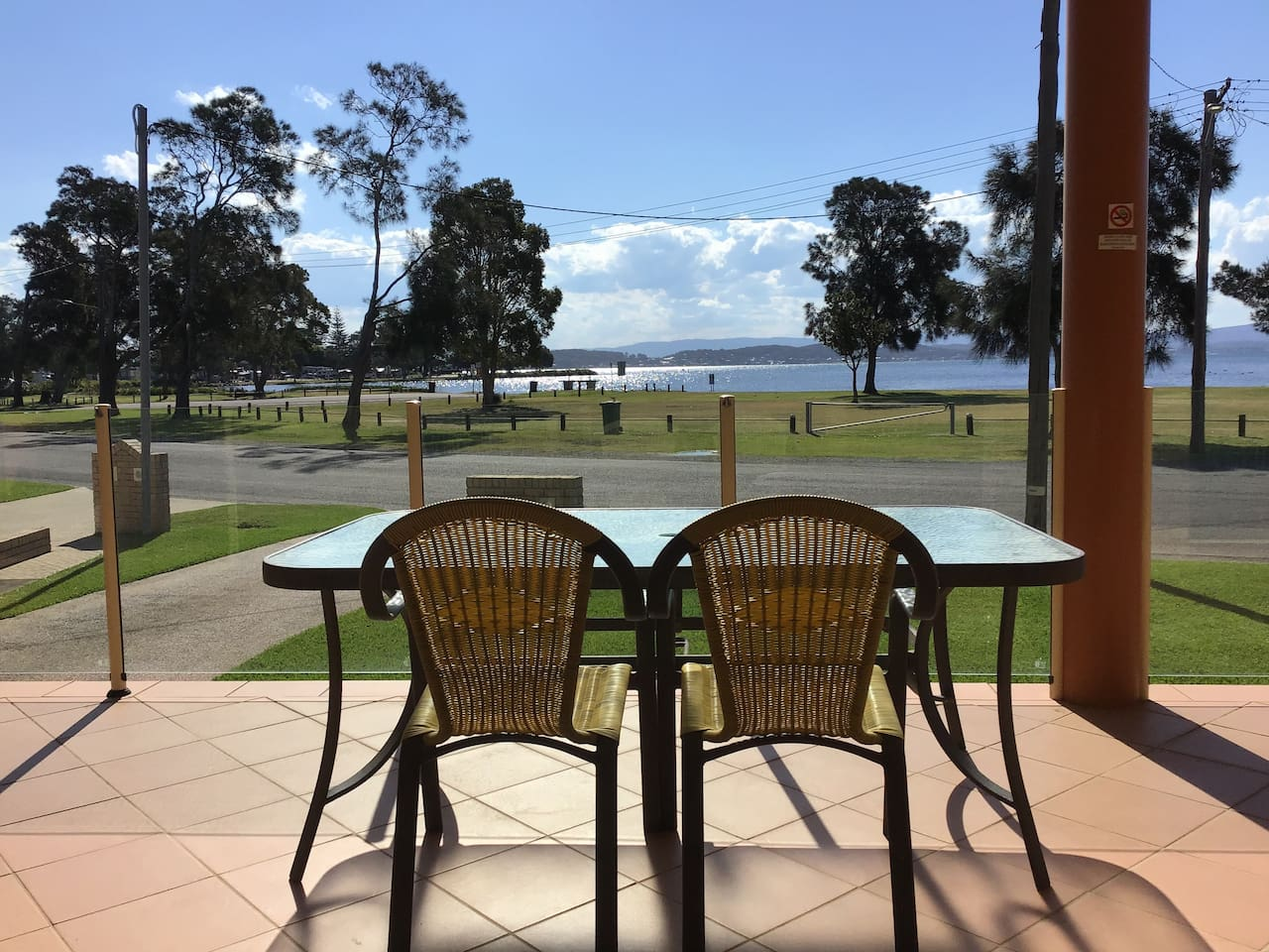 Amazing lake views from your front deck. Watch boats being launched, fish cleaning and lots of black swans and pelicans whilst relaxing.