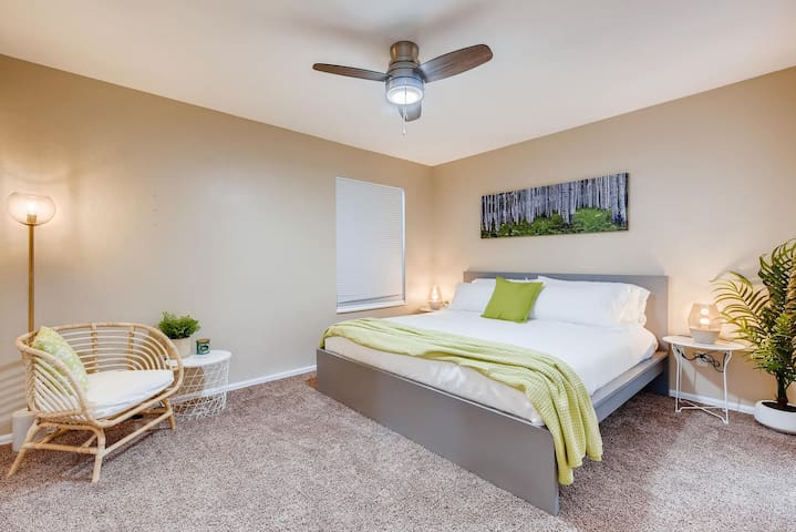 Large Private Room in the Springs with Ensuite