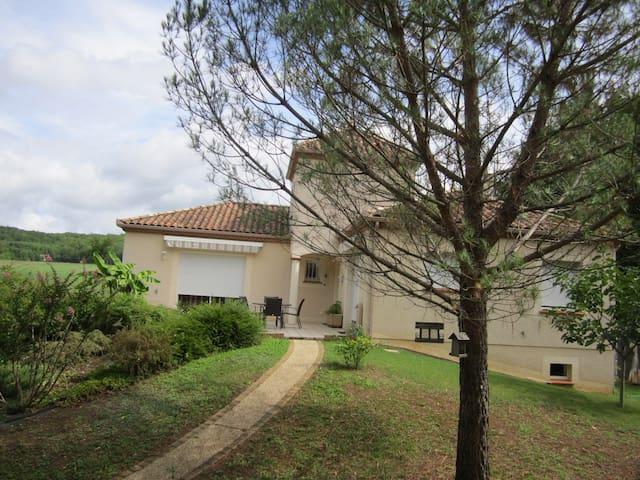 Villa IMALYS - Lamagdelaine - บ้าน