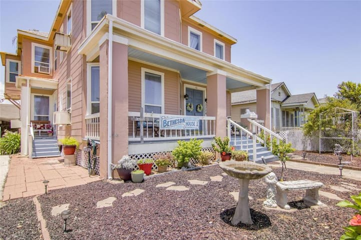 Ocean House Hostel with Ocean View Bed 20