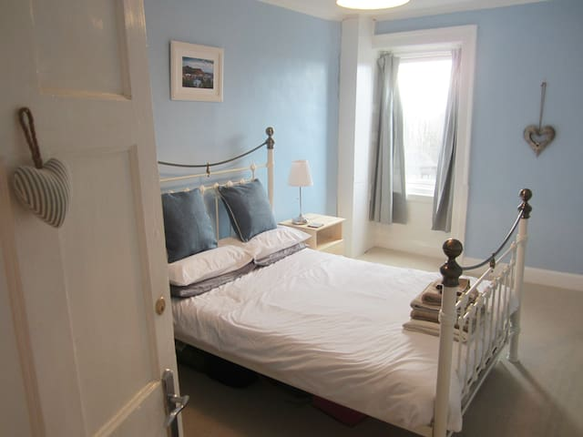 Sunshine on Leith! Double Room on Leith Walk - Edinburgh - Flat